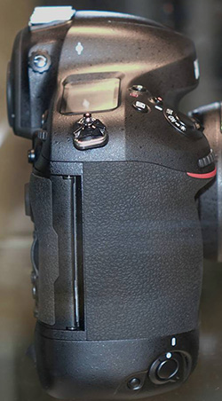 Nikon-D4s-memory-card