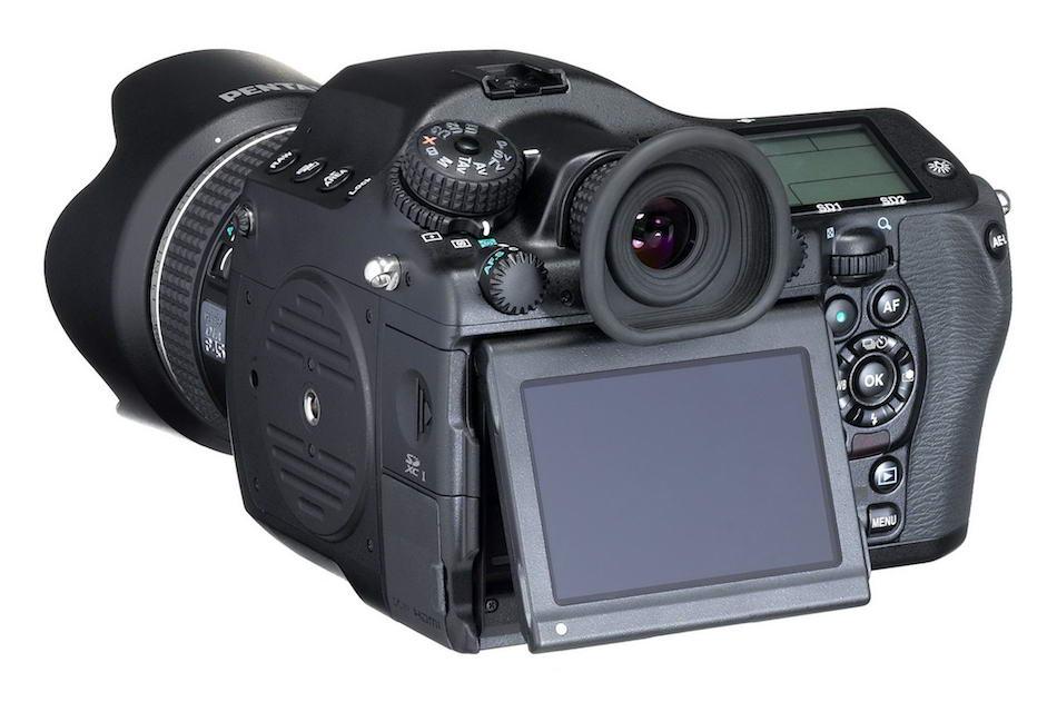 Pentax-645D-2014-medium-format-camera-01