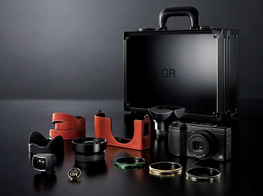 ricoh-announces-a-new-limited-edition-gr-ii-camera-kit-2