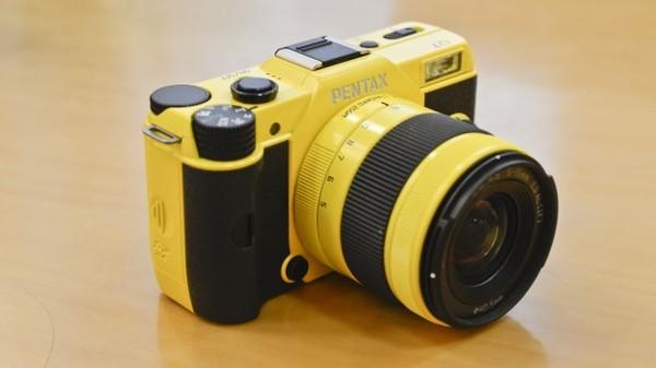 Pentax_Q7_compact_camera