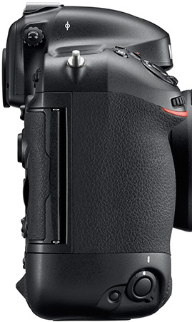 Nikon-D4-memory-cards