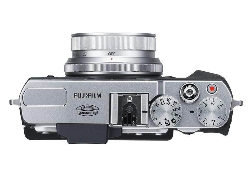 fujifilm-x30-compact-camera-01