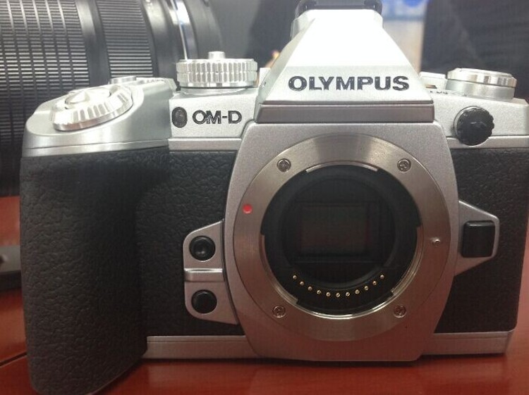 olympus-e-m1-silver-model
