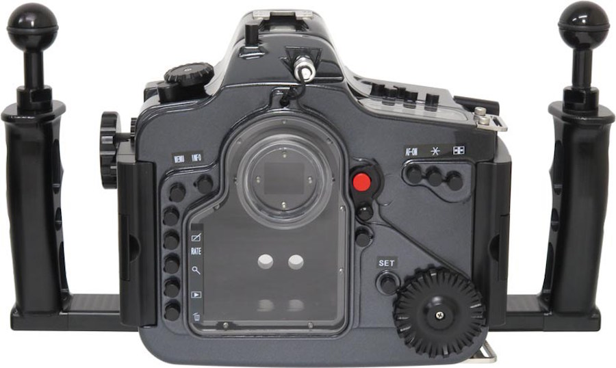 recsea-underwater-housing-for-canon-eos-7d-mark-2-back